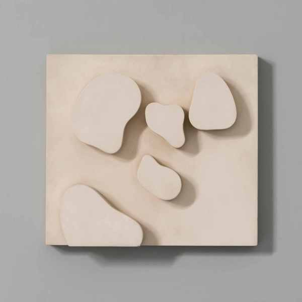 Konstellation, 1932/1959, Holzrelief, bemalt; 30,2 x 33,5 x 6,3 cm