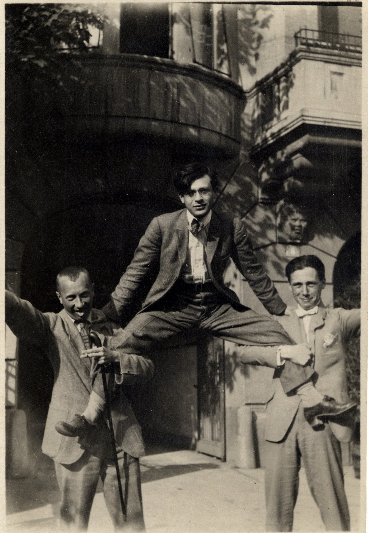 Hans Arp, Tristan Tzara and Hans Richter in front of the Hotel Elite, Zurich 1918