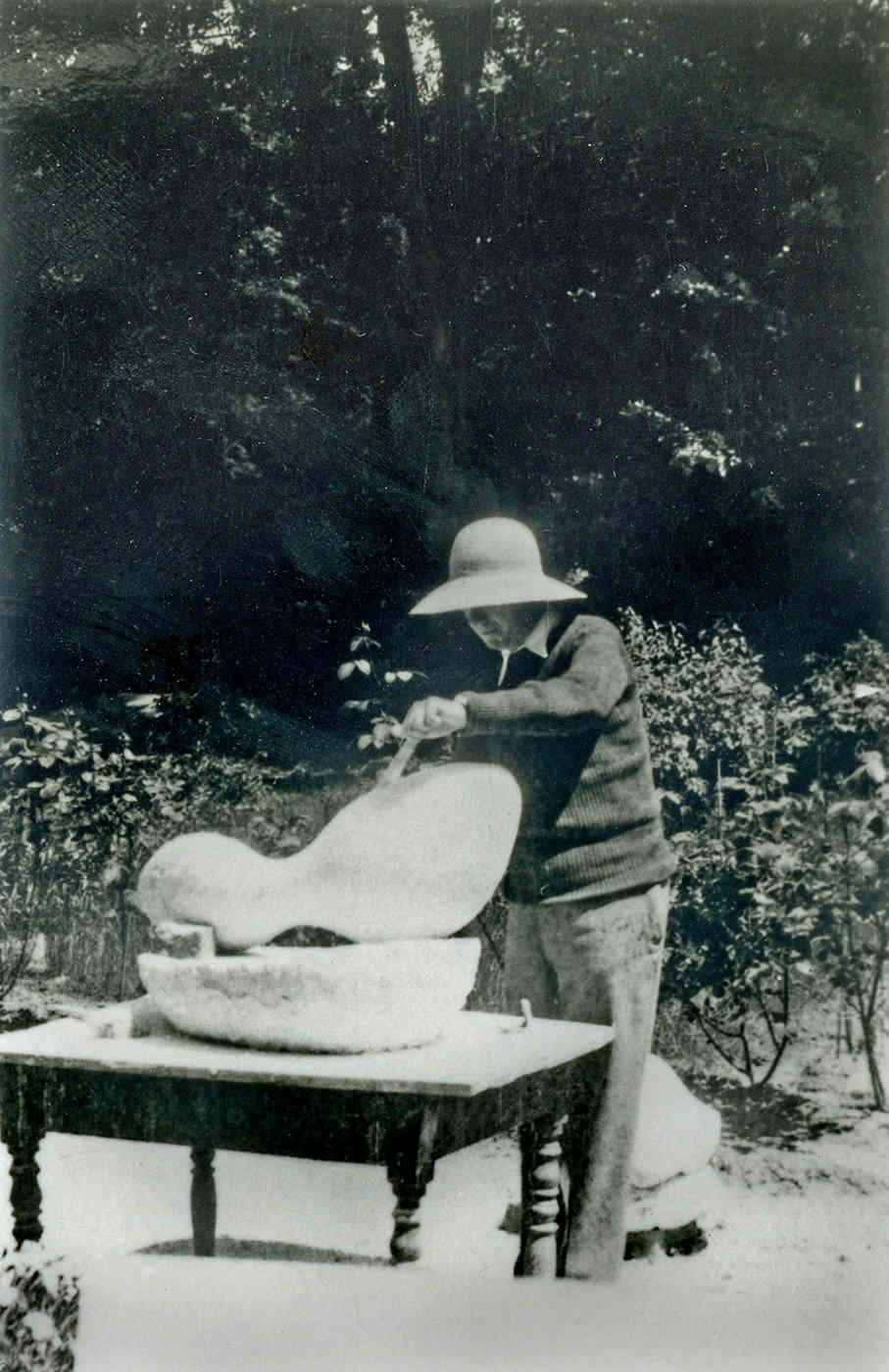 Hans Arp at work in the Clamart garden, c. 1930