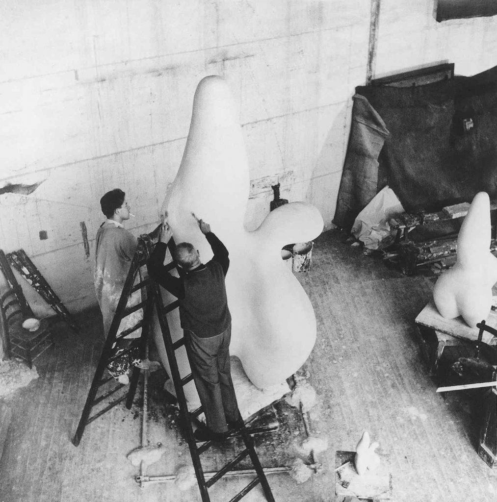 Hans Arp at work on Berges des Nuages, Clamart, 1953 (Photograph: Ernst Scheidegger)