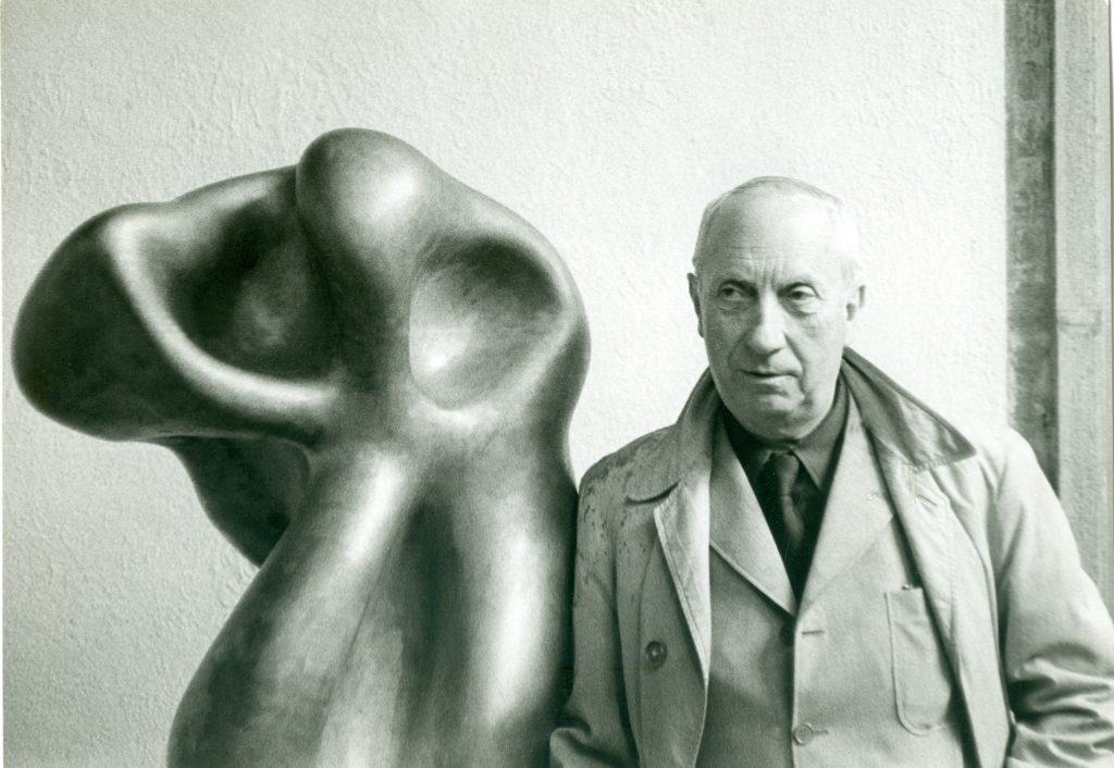 Hans Arp at the Venice Biennale, 1954 (Photograph: Maria Netter)