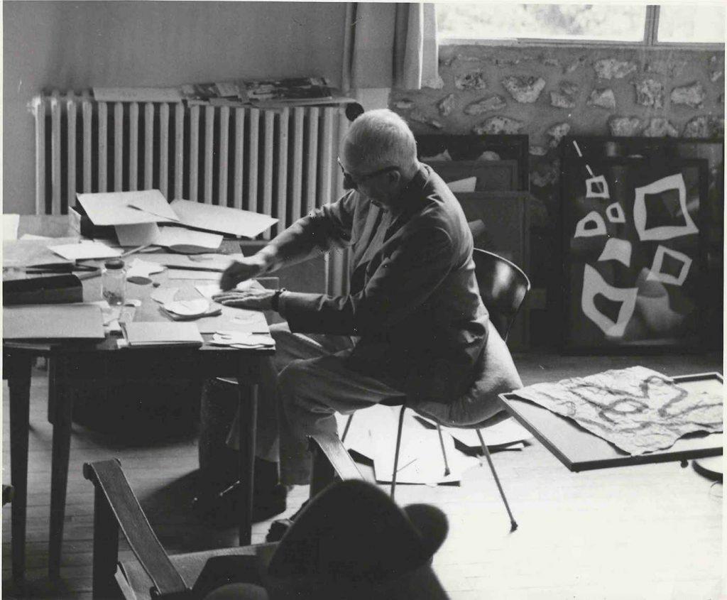 Hans Arp in his studio in Clamart, c. 1957 (Photograph: Heidi Meister)