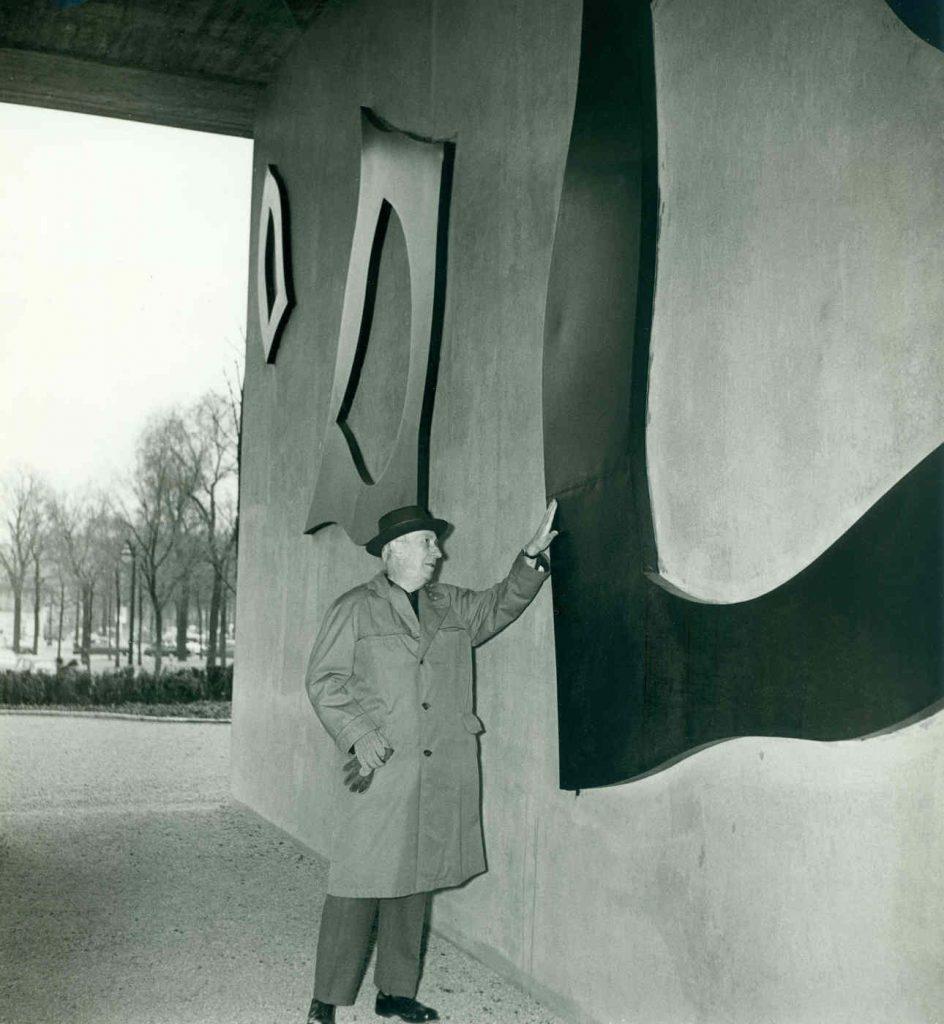 Hans Arp with his relief at UNESCO, Paris ,1958 (Photograph: Báblen)