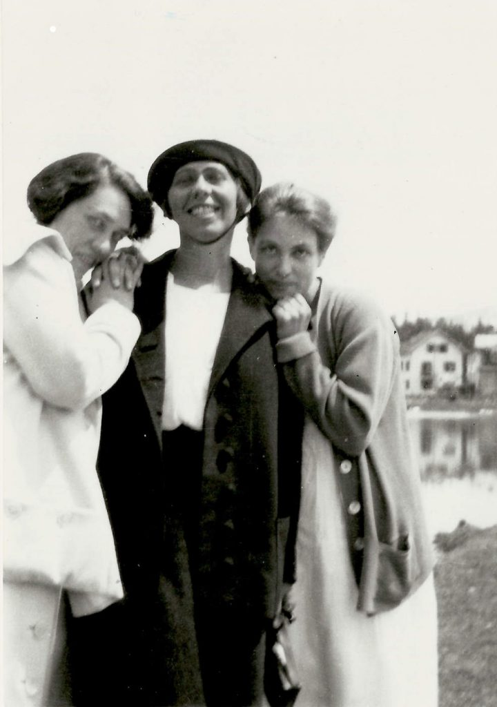 Sophie Taeuber-Arp with Mary Wigman and Berte Trümphy, Arosa, 1918