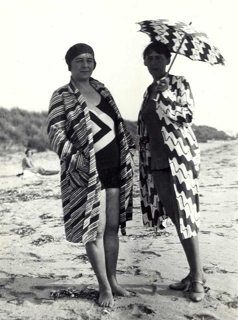 Sophie Taeuber-Arp and Sonia Delaunay in Brittany, 1930/1934