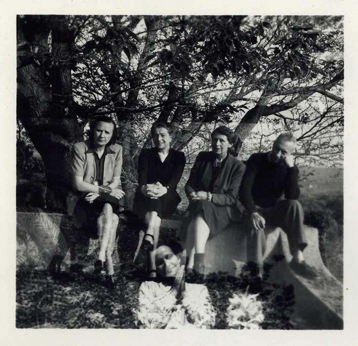 Nelly van Doesburg, Sonia Delaunay, Sophie Taeuber-Arp und Hans Arp in Chateau Folie, Grasse 1941